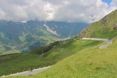 Alpin väg för Grossglockner kick, Österrike royaltyfria bilder