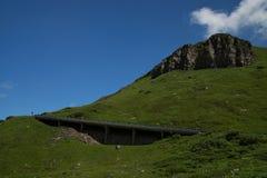 Alpin väg för Grossglockner kick, Österrike arkivfoton