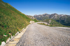 Alpin väg för Grossglockner kick, Österrike fotografering för bildbyråer