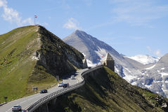 Alpin väg för Grossglockner kick royaltyfria foton