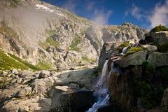 Alpine Ansicht der Gebirgsoberseiten Lizenzfreies Stockbild
