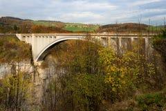 Alpine Brücke Stockbild