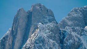 Alpine Gipfel bei Gosausee, Dachstein-Bereich in Österreich stock footage