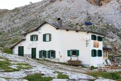 Alpine Hütte Rifugio Carducci, Sexten-Dolomit in Süd-Tirol Lizenzfreie Stockfotos
