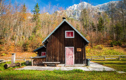 Alpine hut with a bench Royalty Free Stock Photos