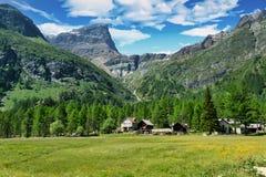 Alpine Landschaft auf der italienischen Seite stockfotografie