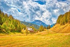 Alpine Landschaft auf der italienischen Seite lizenzfreie stockfotografie