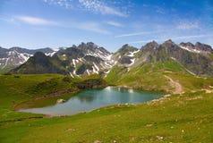 Alpine Landschaft des Sommers Lizenzfreies Stockfoto