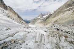 Alpine Landschaft mit Bergen und Gletscher Lizenzfreies Stockbild