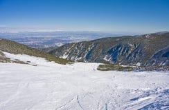 Alpine Skisteigung am Winter Bulgarien Stockbilder