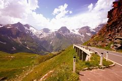 Alpine Straße in Österreich lizenzfreies stockfoto