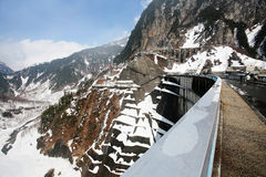 Alpine Verdammung Kurobe in Tateyama, Japan Stockbilder