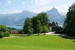 Alpine Wiese, Str. Wolfgang, Österreich stockfotos