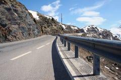 Alpiner Durchlauf Stockfotos