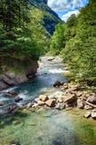 Alpiner Fluss in Nationalpark Ordesa in Aragonien, Spanien Lizenzfreie Stockfotos