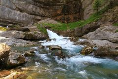 Alpiner Fluss in Nationalpark Ordesa in Aragonien, Spanien Stockfotografie