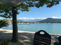 Alpiner See im Sommer Stockfotografie