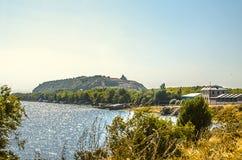 Alpiner See Sevan mit der Halbinsel in Armenien Lizenzfreies Stockfoto