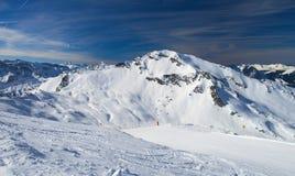 Alpiner Skiort Stockfoto