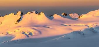 Alpiner Sonnenuntergang stockfotos