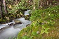Alpiner Strom lizenzfreie stockfotos