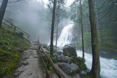 Alpiner Wasserfall Lizenzfreie Stockbilder