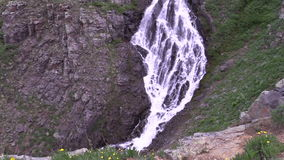 Alpiner Wasserfall stock video