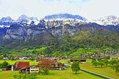 Alpines Dorf die Schweiz Lizenzfreie Stockfotos