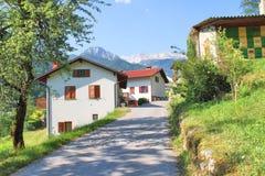 Alpines Dorf nahe Tolmin, Slowenien lizenzfreies stockbild