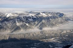 Alpines Panorama des Winters stockbild