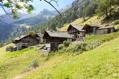 Alpines Panorama mit Walser-Hütten stockbilder