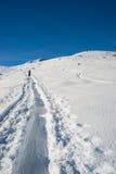 Alpines Reisen in Richtung zum Gipfel Stockfotos