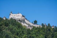 Alpines Schloss Werfen Hohenwerfen nahe Salzburg, österreichische Alpen, Lizenzfreies Stockfoto