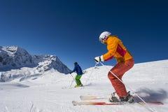 Alpines Skifahren in den Alpenbergen Stockfotos