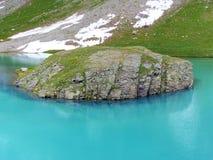Alpines Wasser des island See-Türkises lizenzfreie stockfotografie