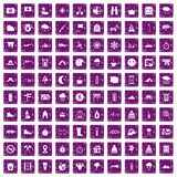 100 alpinismepictogrammen geplaatst grunge purple Stock Foto