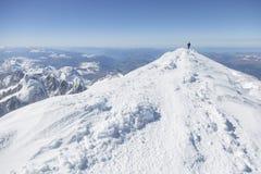 Alpinismo che sale alla cima del supporto Mont Blanc in alpi francesi Chamonix, Francia Fotografia Stock