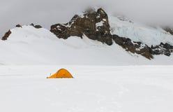 Alpinismo de la alta altitud Imágenes de archivo libres de regalías