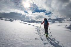 Alpinismo dello sci dell'ascesa in un posto di favola Immagine Stock Libera da Diritti