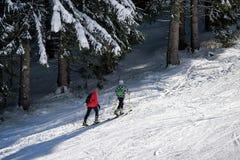 Alpinismo dello sci in montagne Fotografia Stock Libera da Diritti