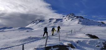 Alpinismo en el Tirol - empuje de la cumbre imagenes de archivo