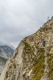 Alpinismo fêmea nos cumes de Lechtal, Tirol norte, Áustria Imagens de Stock
