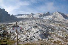 Alpinismo in ghiacciaio di marmolada in dolomia Fotografie Stock