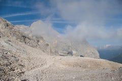 Alpinismo in ghiacciaio di marmolada in dolomia Immagine Stock