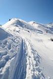Alpinismo in neve fresca Immagini Stock