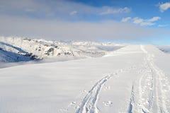 Alpinismo in neve fresca Fotografie Stock