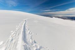 Alpinismo in neve fresca Immagini Stock Libere da Diritti