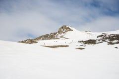 Alpinismo verso la cima della montagna Immagine Stock Libera da Diritti