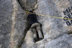 Alpinist - älska fara Royaltyfria Bilder