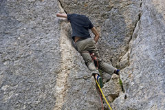 Alpinist - älska fara Royaltyfri Foto